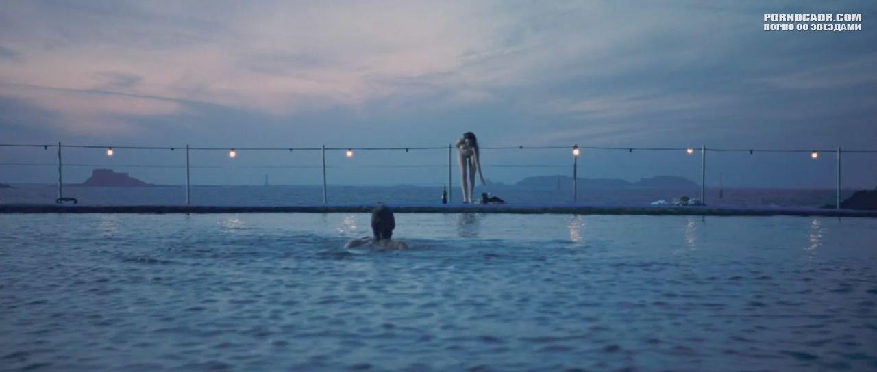 Миша Бартон Прыгает Голой В Бассейн – Оргазм В Огайо (2005)