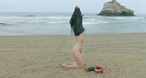 Голая Софи Марсо на пляже