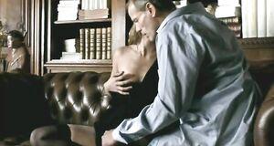 Софи Марсо трахается с мужиком на диване