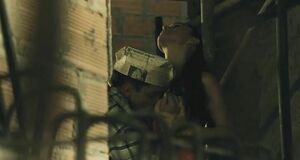 Мужик целует голые сиськи Моники Беллуччи