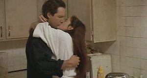 Трах сцена на кухне с Дрю Бэрримор