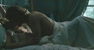 Кира Найтли занимается сексом в кровати