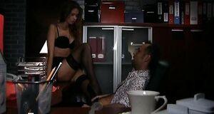 Яна Кошкина трахается на стуле