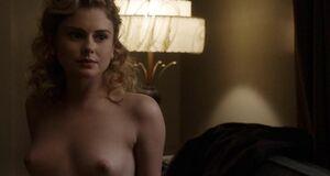 Роуз Макайвер показала голые сиськи