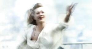 Вика Цыганова засветила сиськи в клипе «Любовь и смерть»
