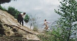 Полина Сыркина купается голой