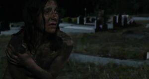 Даниэла Фариначчи и Эмма Бут голышом в грязи