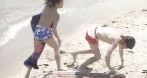 Наталья Бузько без купальника на пляже