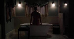 Ивана Миличевич дрочит в ванной