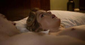 Порно сцена с Роуз МакАйвер