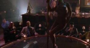 Сьюзэн Фитерли танцует у шеста
