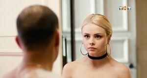Анастасия Акатова засветила голую сиську