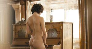 Наталья Романычева голышом ходит по квартире