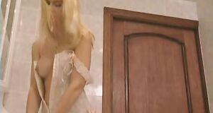 Екатерина Зинченко засветила грудь