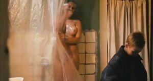 Полностью голая Виктория Романенко в душе