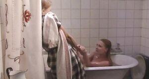 Раздетая Ольга Вечкилева в ванне