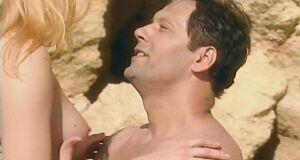 Порно сцена с Ольгой Вечкилевой на пляже