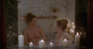 Голые Анна Каминская моет и Сьюзэн Фитерли в ванне