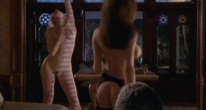 Откровенная сцена с Дженни Миллар и Сьюзэн Фитерли