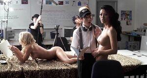 Раздетые Аманда Свистен и Ли Сын-хи на съемке порно
