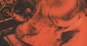 Елена Яковлева засветила голую сиську
