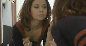 Елена Захарова засветила сосок