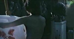 Ольга Погодина рисует голым телом