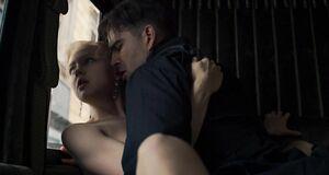 Порно сцена с Юлией Хлыниной в карете