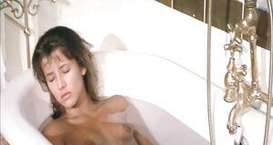 Голая Софи Марсо в ванне