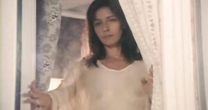 Елена Сафонова в прозрачной пижаме