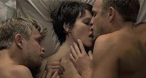 Групповой секс с Мариной Вакт и близнецами