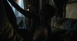 Лина Хиди засветила голые буфера и жопу