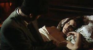 Джина Гершон с оголенной грудью